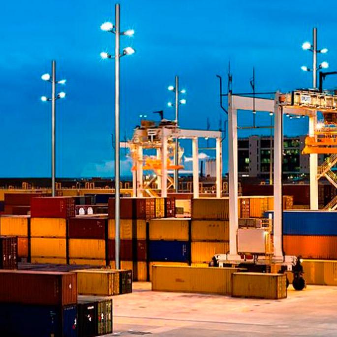 La iluminación del puerto más grande de Europa: Rotterdam, se fabrican en España