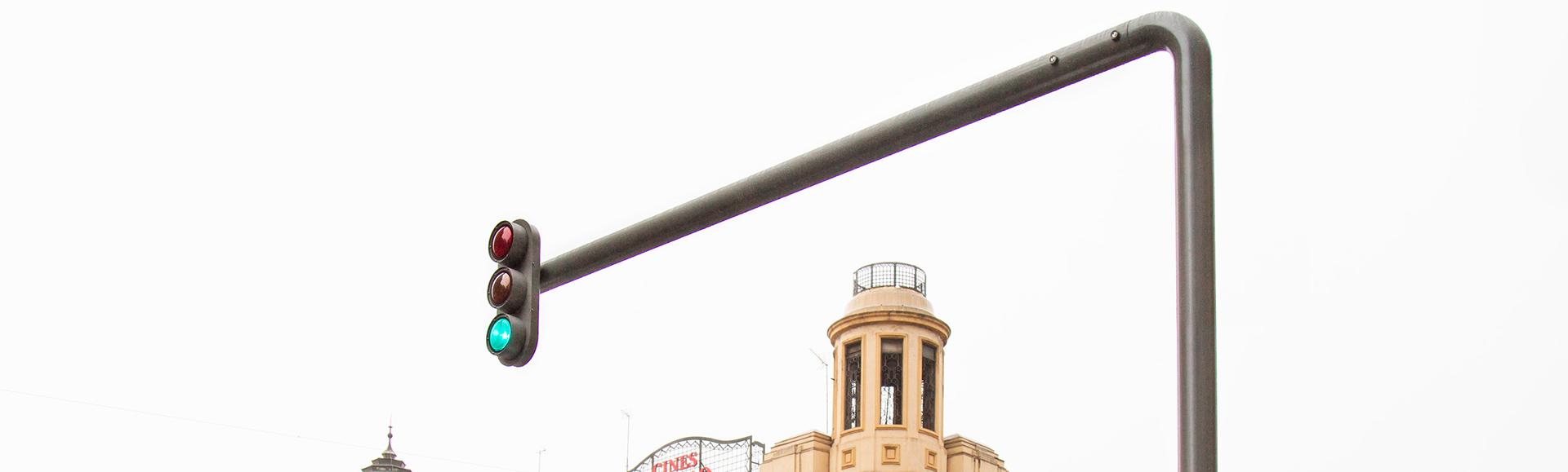 Sello gallego en los nuevos semáforos de la Gran Vía de Madrid